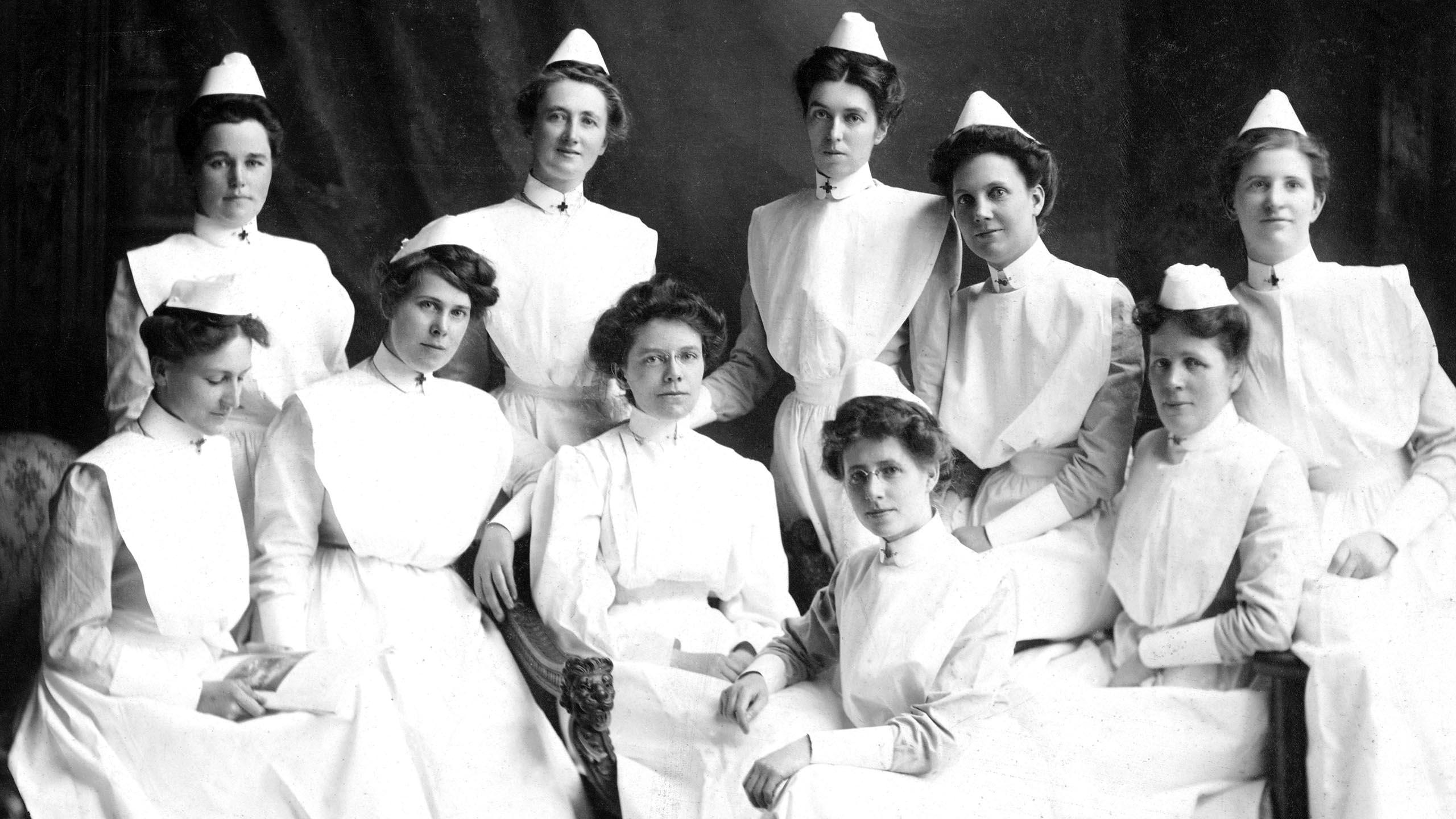 Graduating nurses 1908